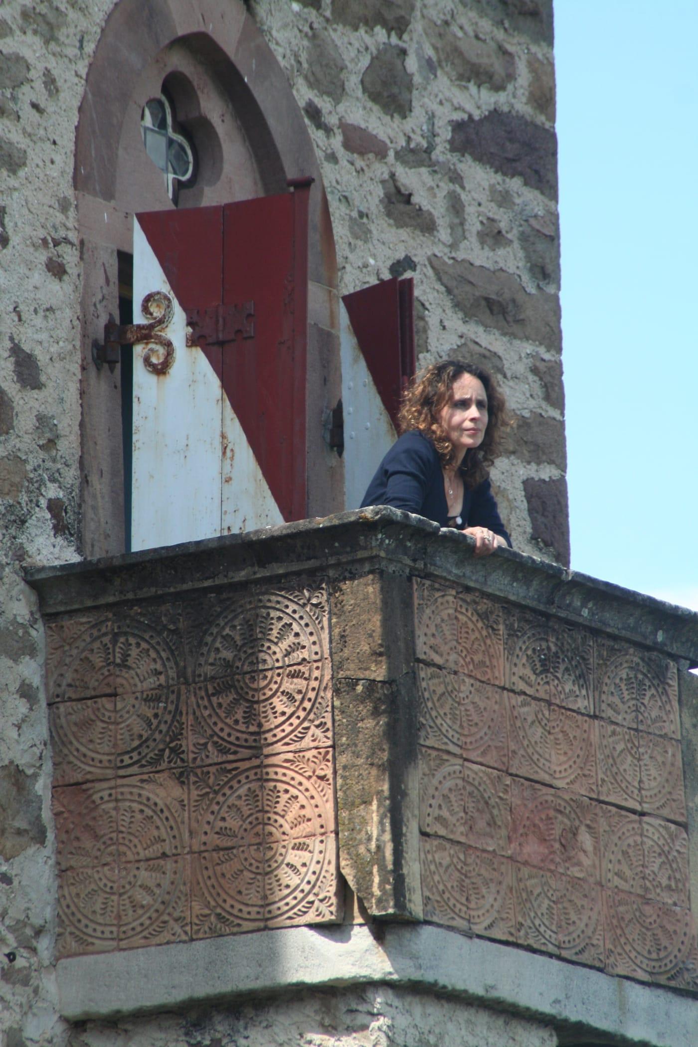 Op het balkon van de toren bij de blauwe kamer van Albert (Béla) Eperjesy, Wehrburg 2012.