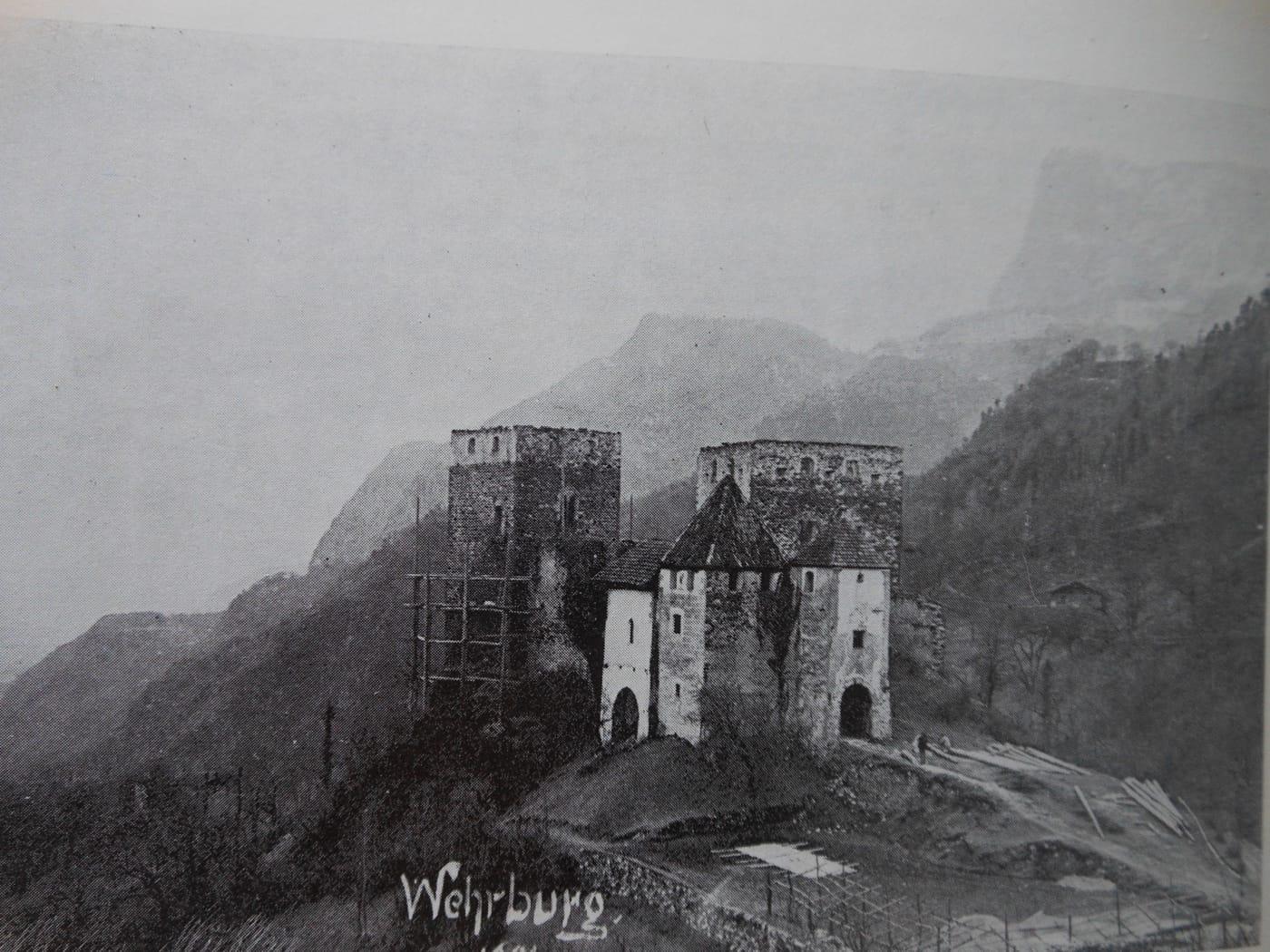 Wehrburg in de steigers, rond 1898